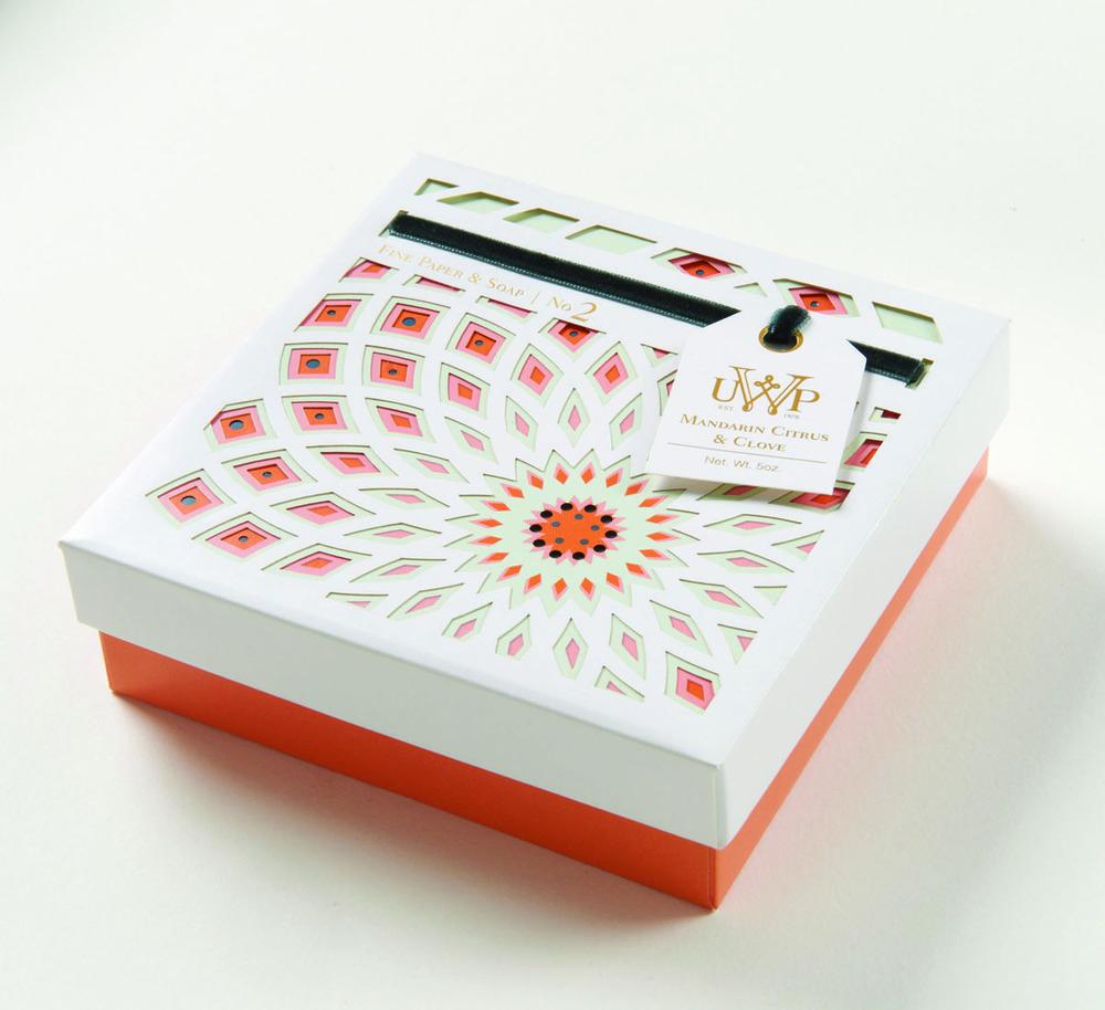UVP高端奢侈肥皂几何花朵图形礼盒包装设计-上海包装设计公司包装设计欣赏