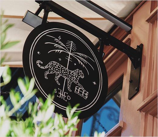 Trove 家具品牌logo设计。由豹+棕榈树+钥匙组合而成
