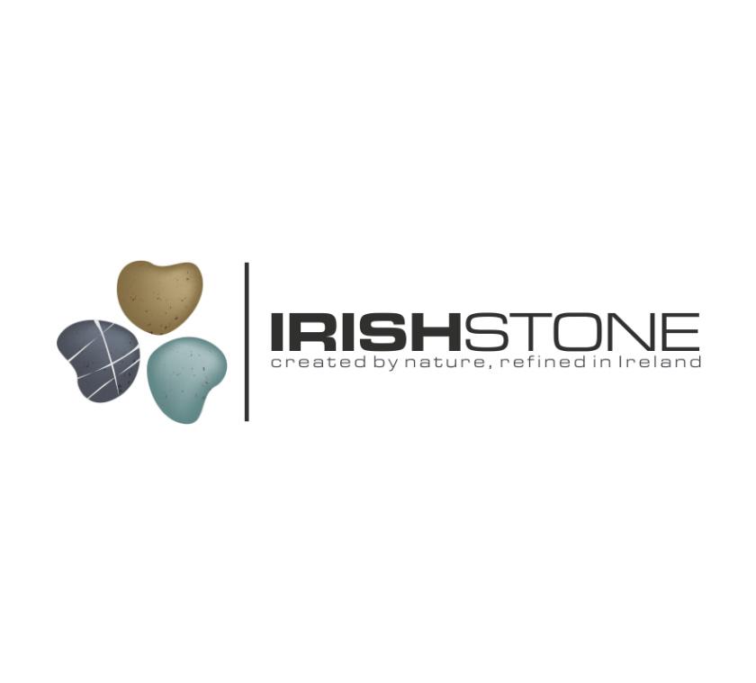 """logo设计由三种不同的石头和文本""""爱尔兰石头""""组成的三叶草的图像"""