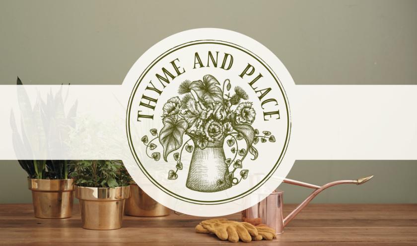 """:logo设计圆形,质朴的邮票图像的花朵和叶子在一个水壶与文本""""百里香和地方"""