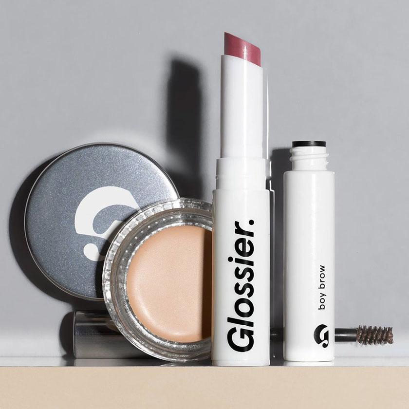 品牌形象:如何选择图像来代表您的企业-Glossier建立了一个强大的化妆品品牌