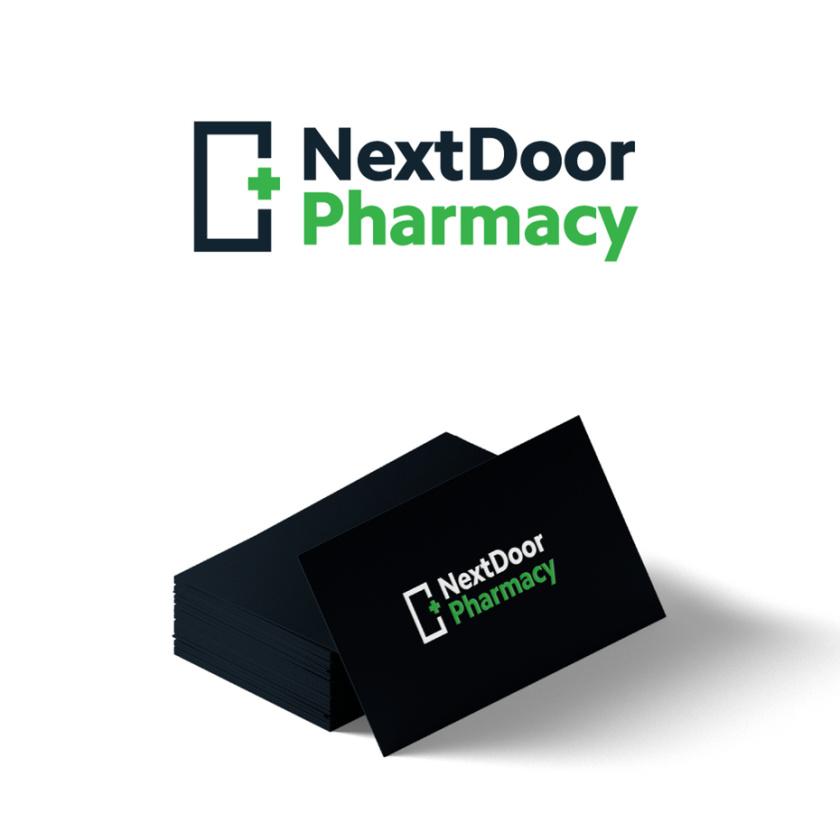 朴实的药房标识logo设计-简单大胆的药房标志与门和绿十字的轮廓