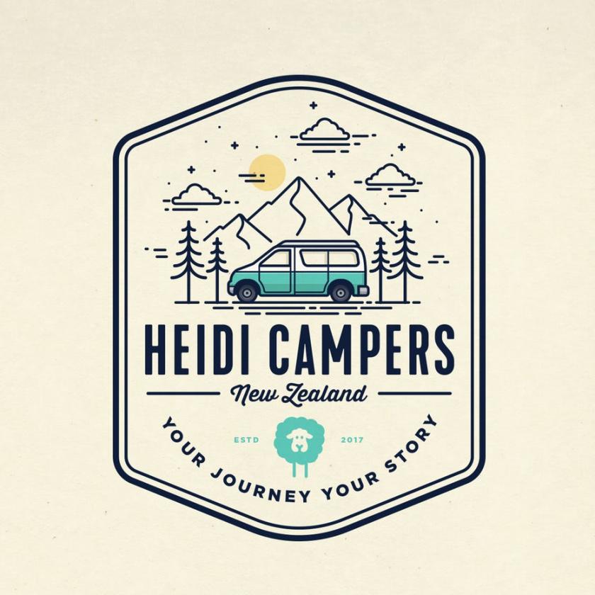 驾驶通过山和树的露营车的例证的旅游logo设计
