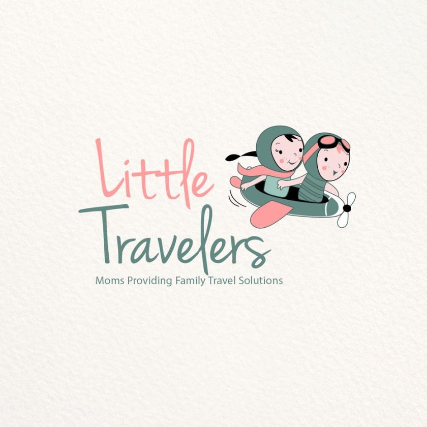 绘制两个幼儿的旅游logo设计,一个男孩和一个女孩,穿着老式飞行员装备和骑在老式飞机
